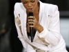 rihanna-performs-on-good-morning-america-in-new-york-09