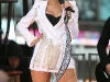 rihanna-performs-on-good-morning-america-in-new-york-10