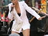 rihanna-performs-on-good-morning-america-in-new-york-18