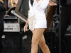 rihanna-performs-on-good-morning-america-in-new-york-19