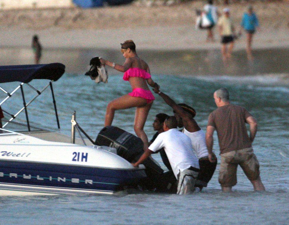 rihanna-pink-bikini-candids-at-the-beach-in-barbados-01