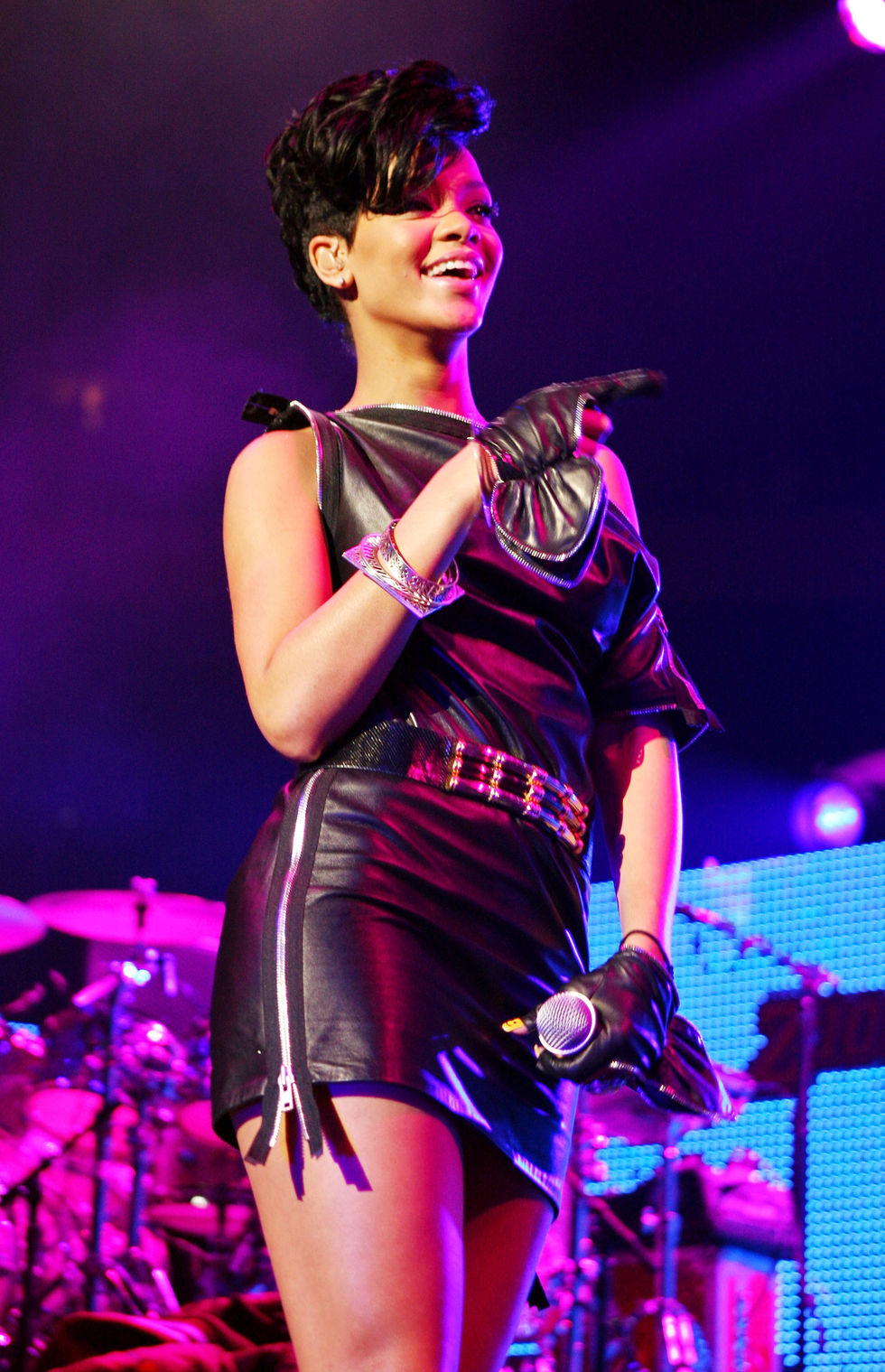 rihanna-z100s-jingle-ball-2008-in-new-york-01