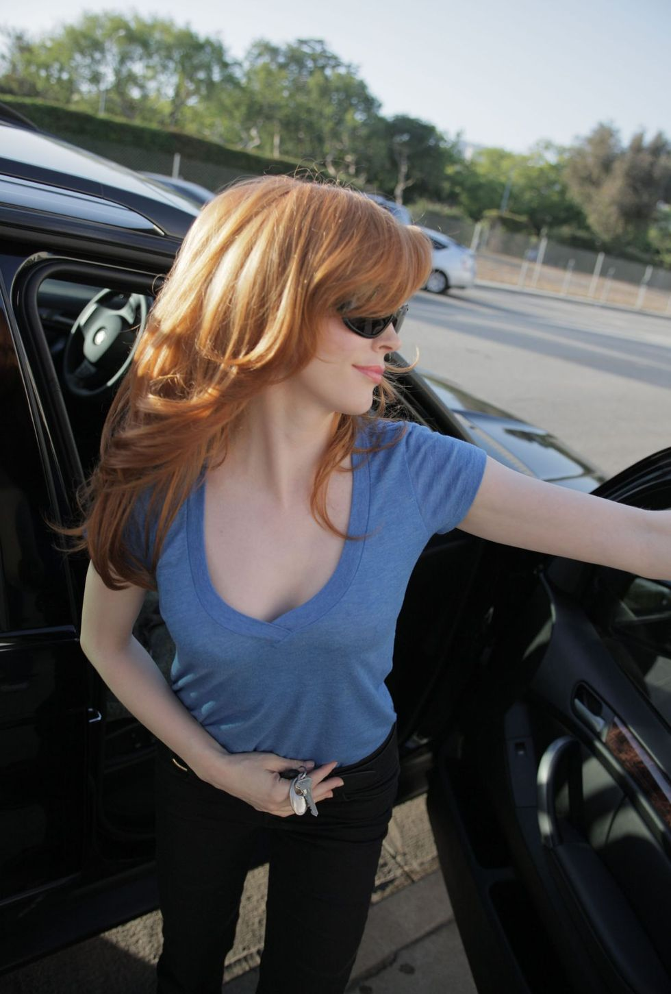 rose-mcgowan-cleavage-candids-in-los-angeles-01