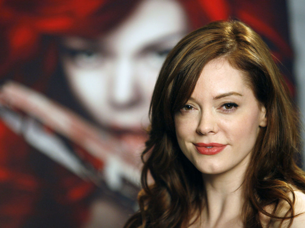 rose-mcgowan-comic-con-2008-convention-in-san-diego-01