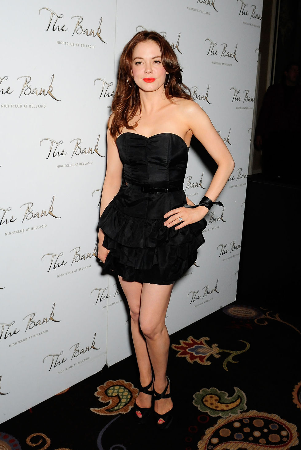 rose-mcgowan-get-out-and-vote-party-at-the-bank-nightclub-in-las-vegas-01