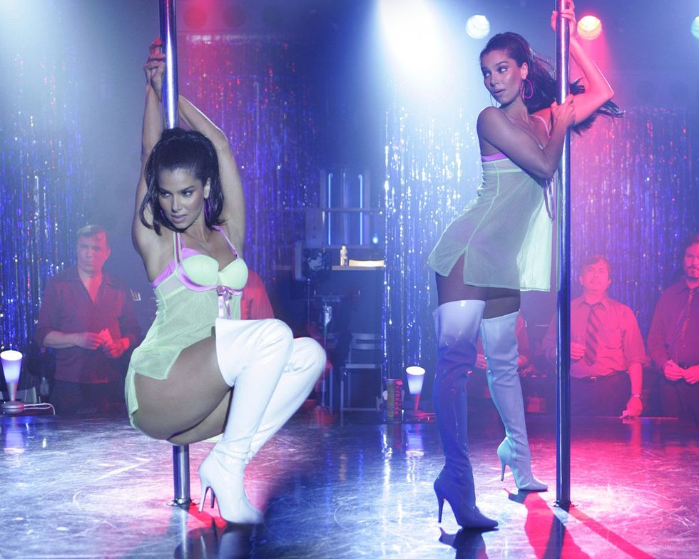 roselyn-sanchez-as-a-stripper-in-without-a-trace-01