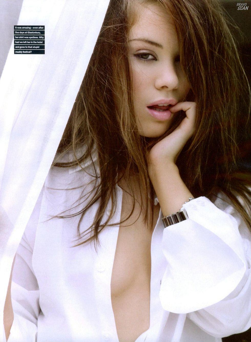 roxanne-mckee-maxim-magazine-december-2008-01