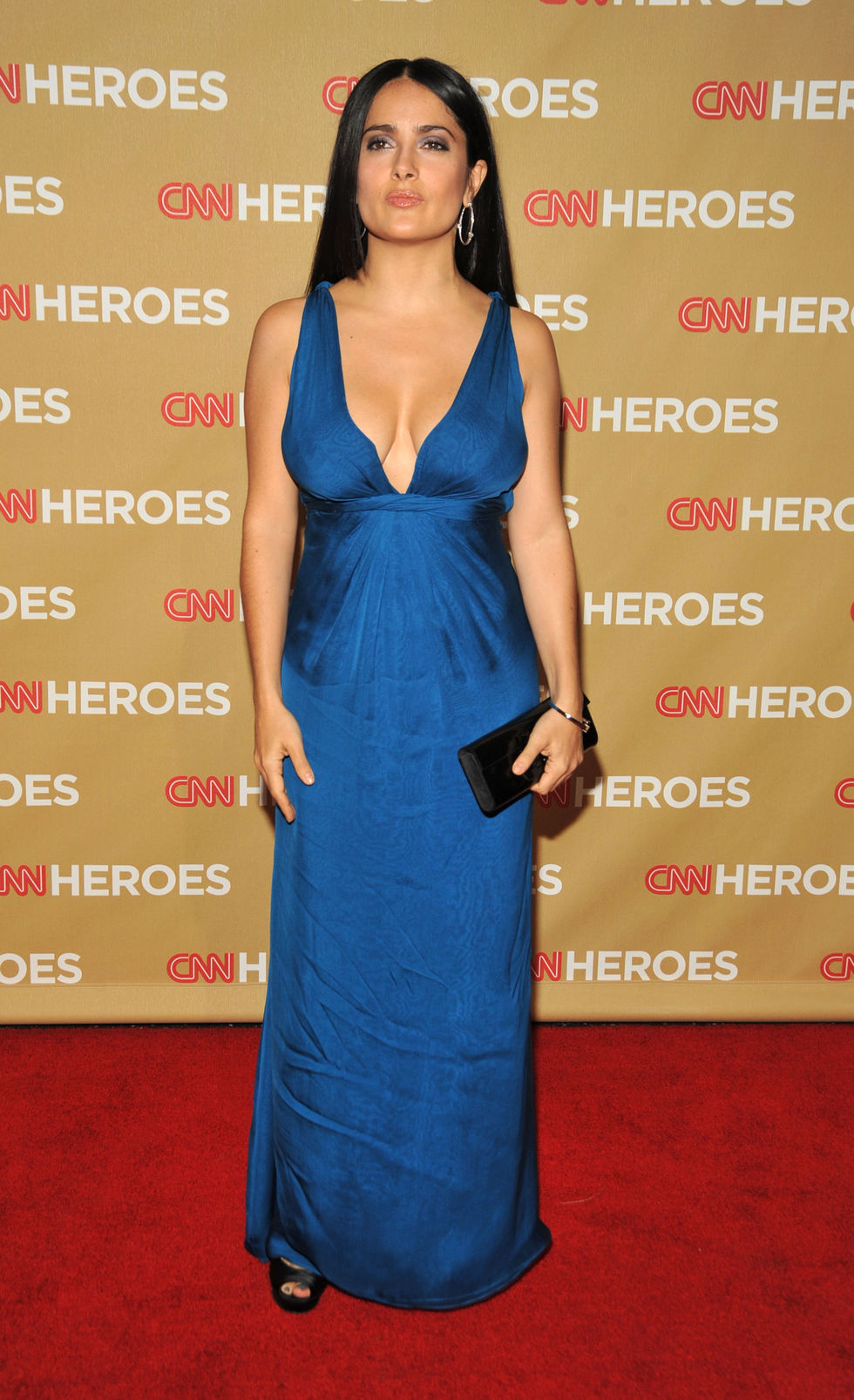 salma-hayek-second-annual-cnn-heroes-an-all-star-tribute-in-hollywood-01