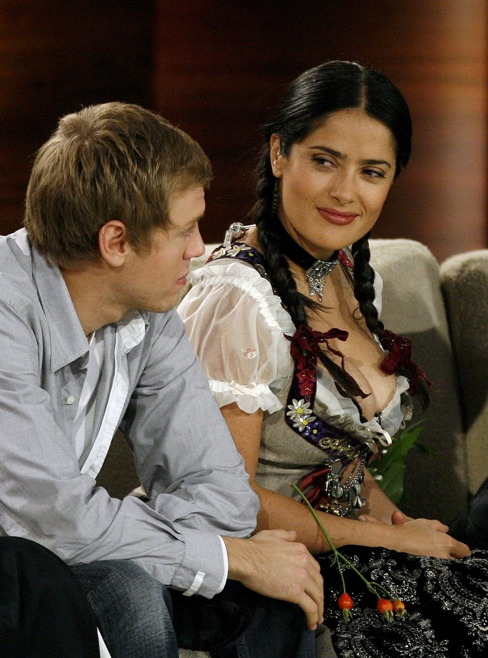 salma-hayek-shows-cleavage-at-wetten-dass-show-in-germany-01