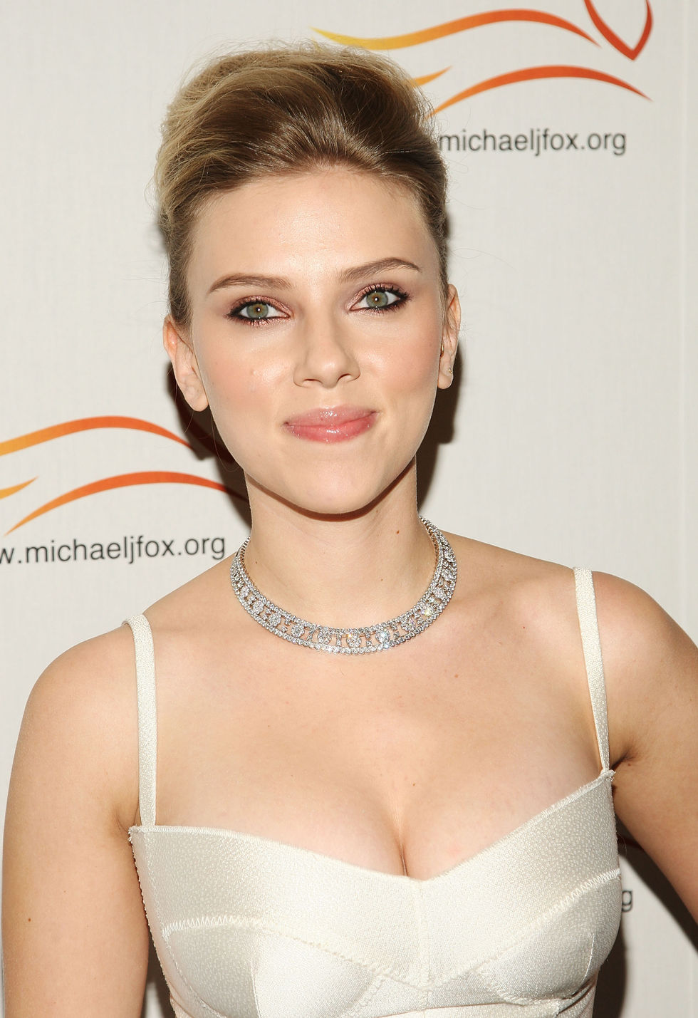 scarlett-johansson-a-funny-thing-happened-on-the-way-to-cure-parkinsons-benefit-01