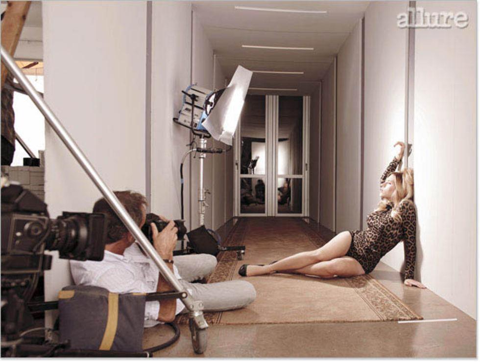 scarlett-johansson-allure-magazine-cover-december-2008-lq-05