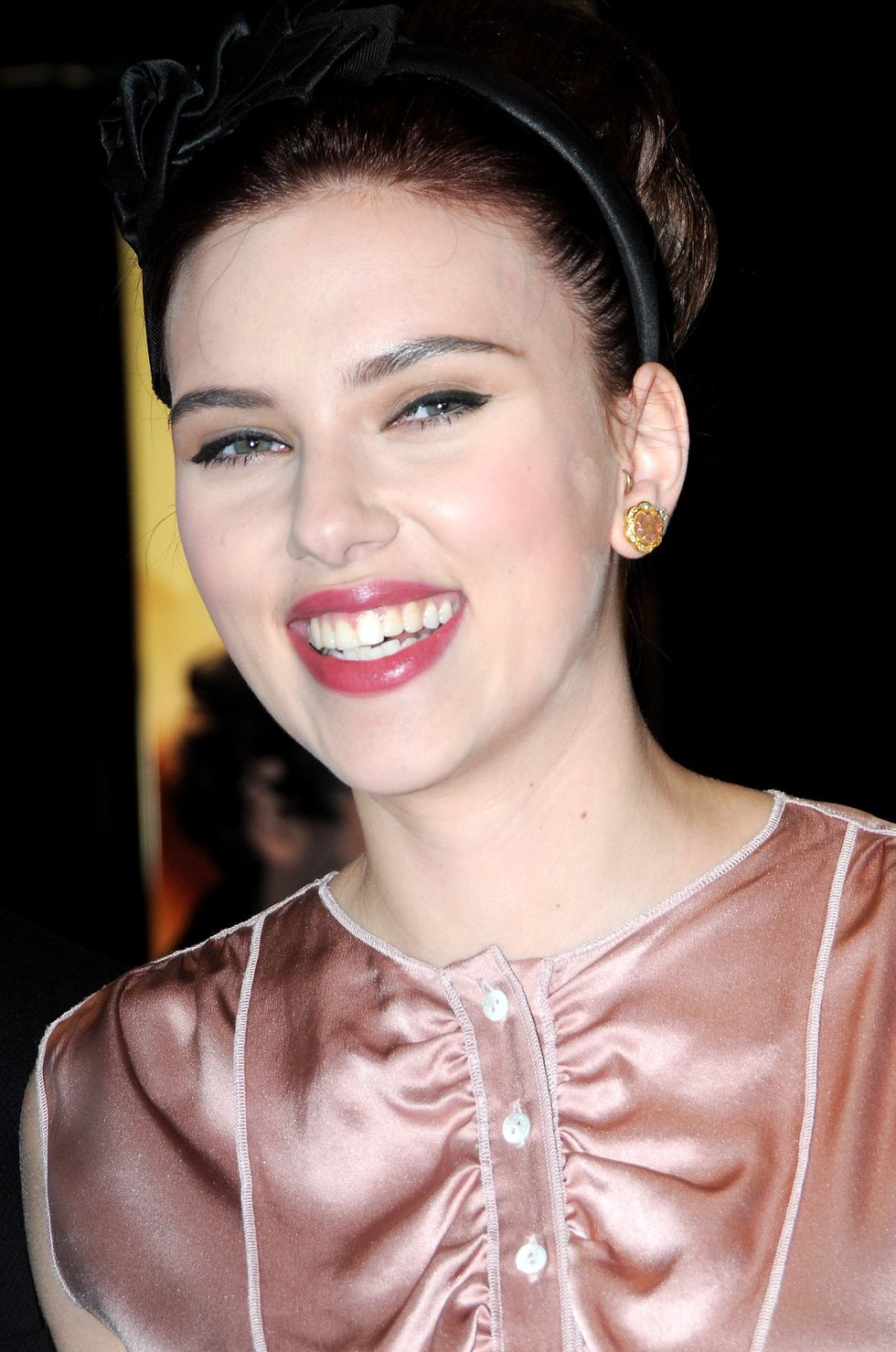 scarlett-johansson-dolce-gabbanas-the-make-up-launch-in-milan-04