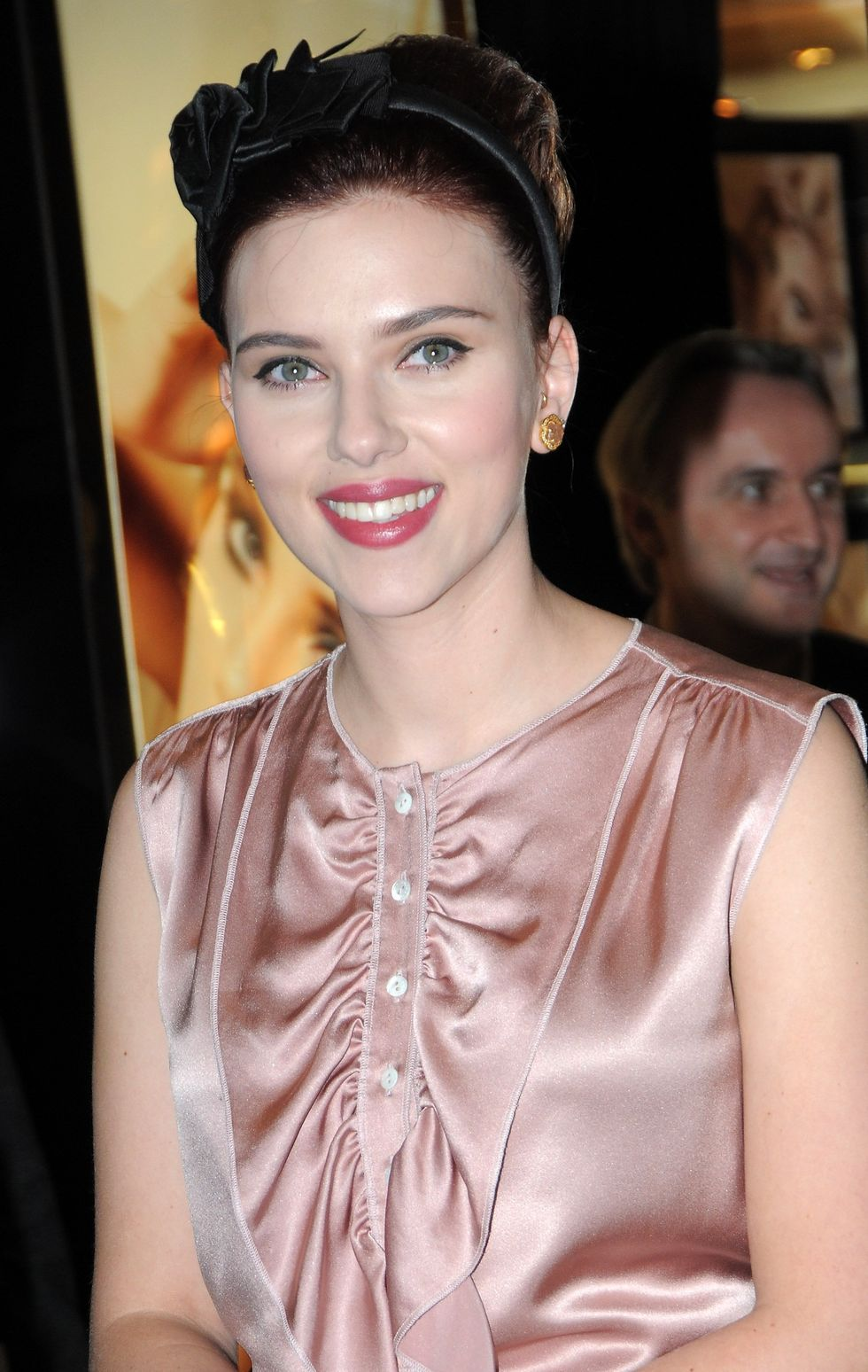 scarlett-johansson-dolce-gabbanas-the-make-up-launch-in-milan-08