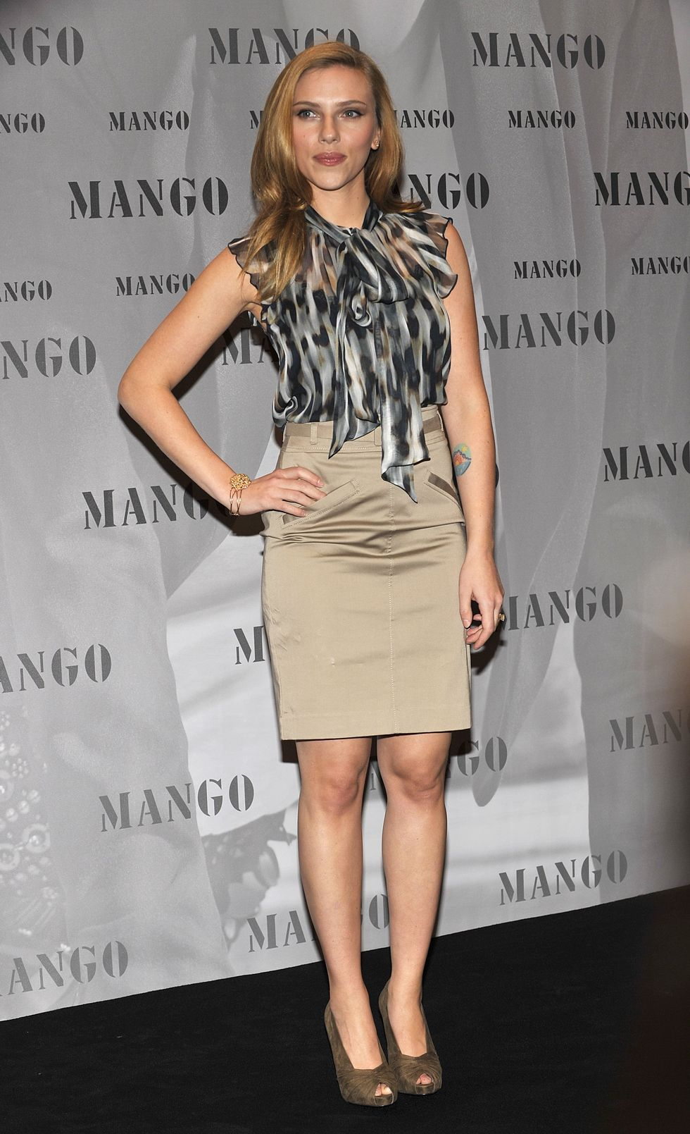 scarlett-johansson-mango-winter-200910-campaign-launch-in-munich-01
