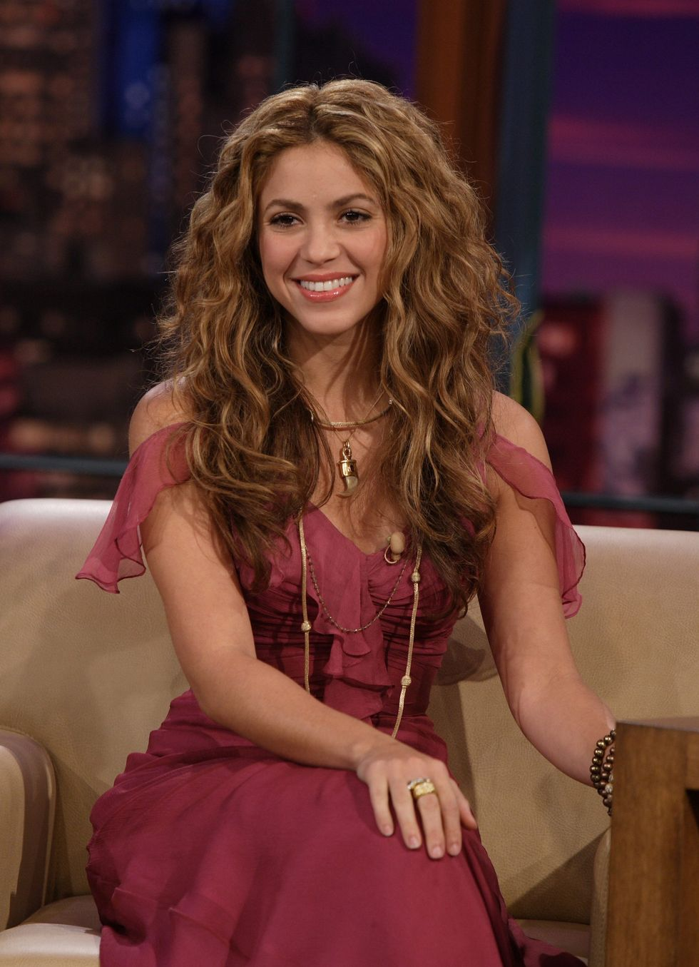 shakira-on-tonight-show-with-jay-leno-01
