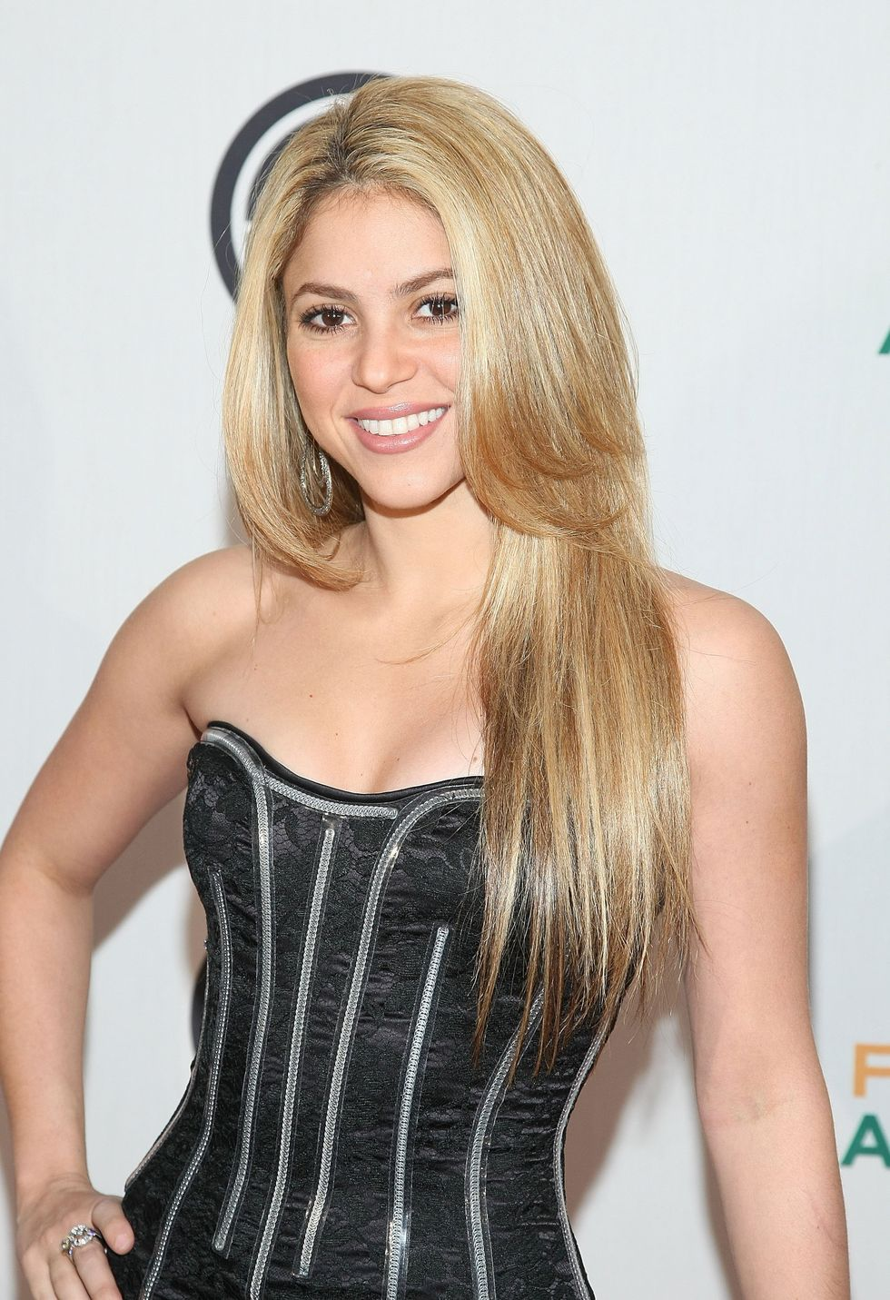 shakira-performs-at-the-neighborhood-inaugural-ball-in-washington-01