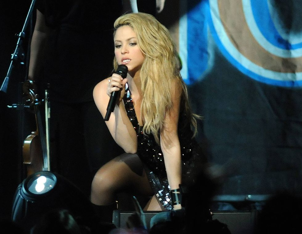 shakira-performs-at-the-y100s-jingle-ball-2009-01
