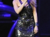 shakira-performs-at-the-y100s-jingle-ball-2009-14