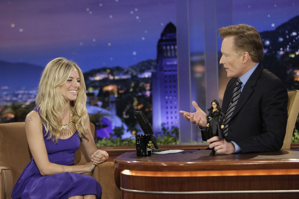 sienna-miller-at-the-tonight-show-with-conan-obrien-in-los-angeles-01