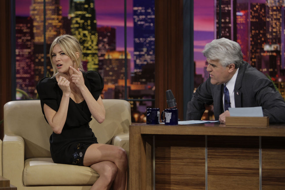 sienna-miller-at-the-tonight-show-with-jay-leno-in-los-angeles-02
