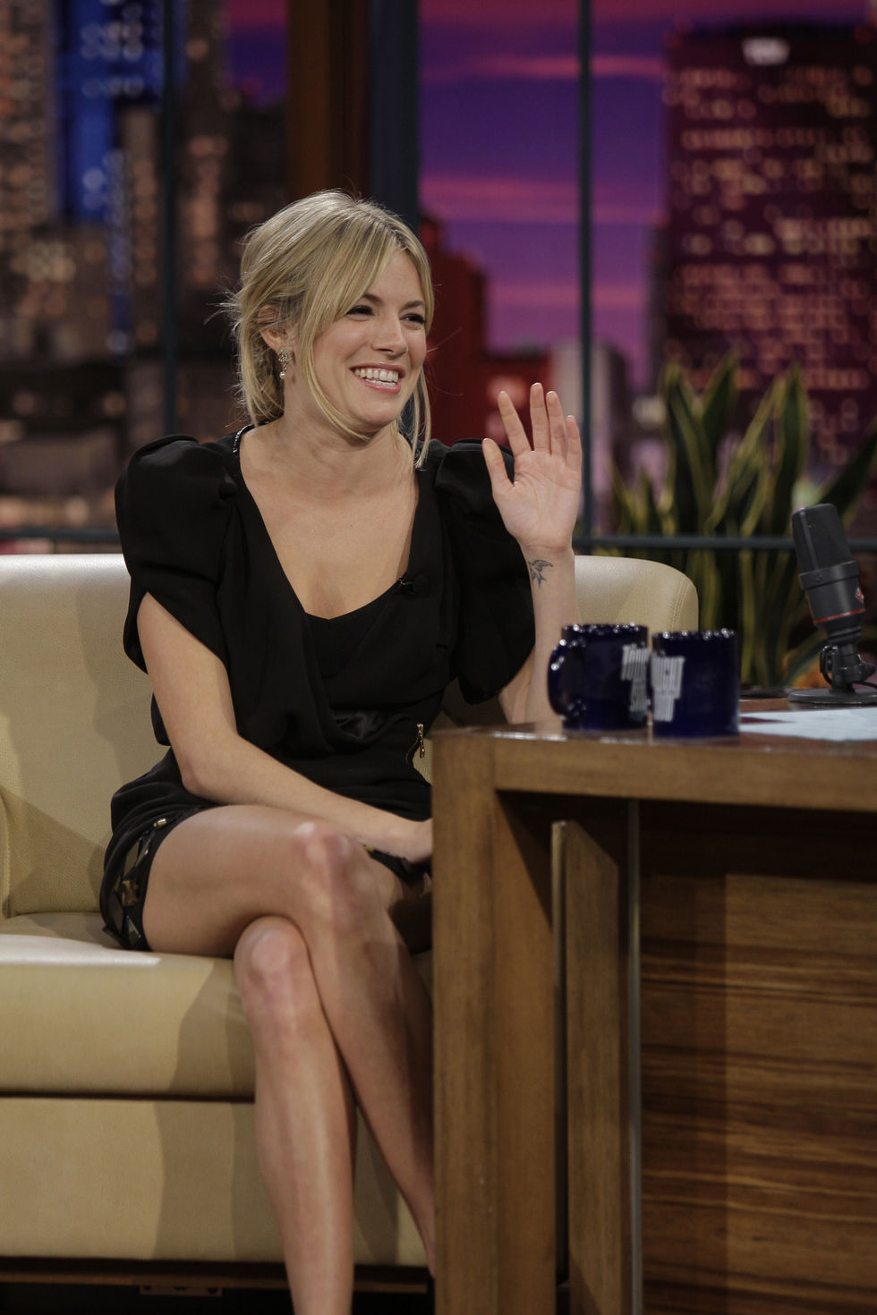 sienna-miller-at-the-tonight-show-with-jay-leno-in-los-angeles-10