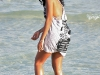 solange-knowles-at-the-beach-in-miami-16