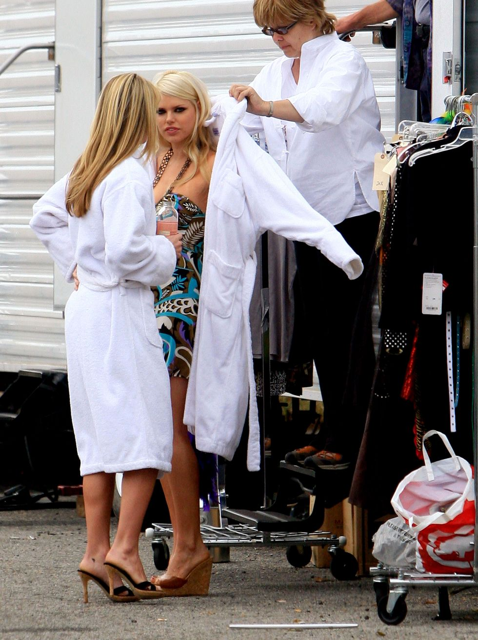 sophie-monk-at-hard-breakers-movie-set-01