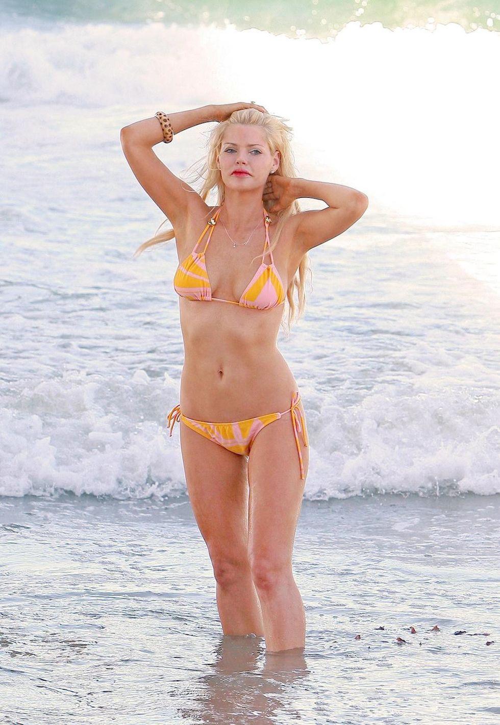 sophie-monk-in-bikini-at-the-beach-in-california-01