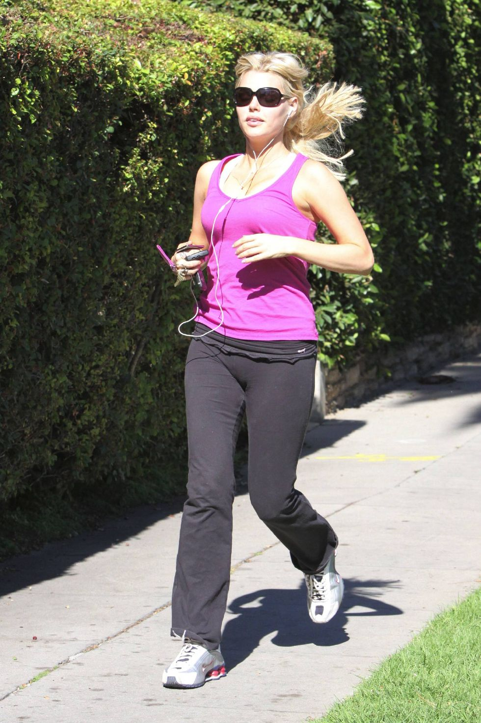 sophie-monk-jogging-candids-in-the-hollywood-hills-01