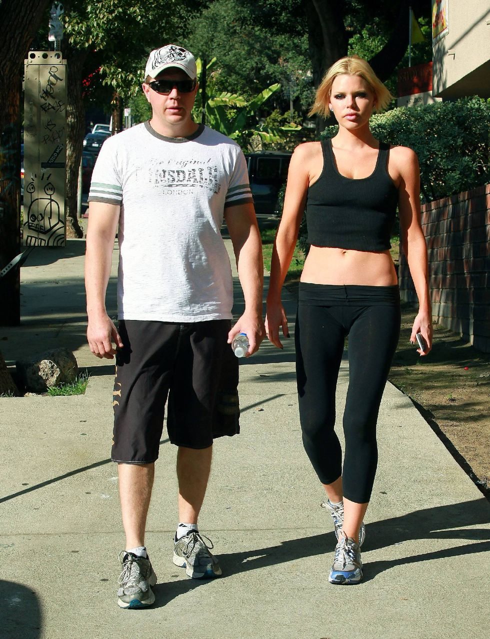sophie-monk-jogging-candids-in-west-hollywood-01