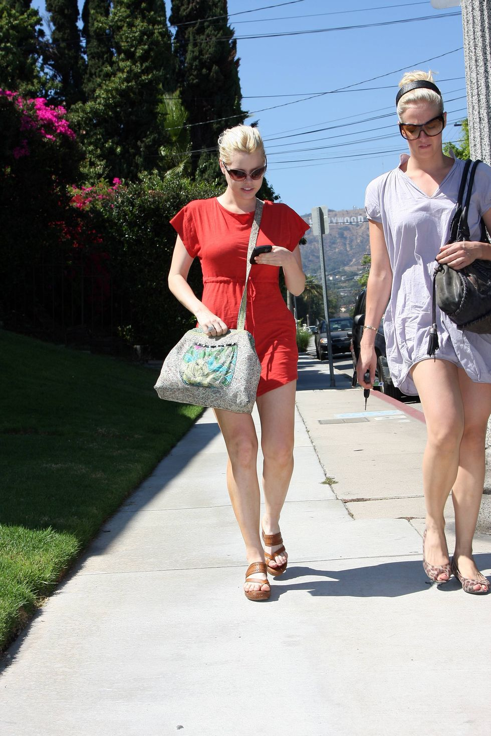sophie-monk-leggy-candids-in-hollywood-01