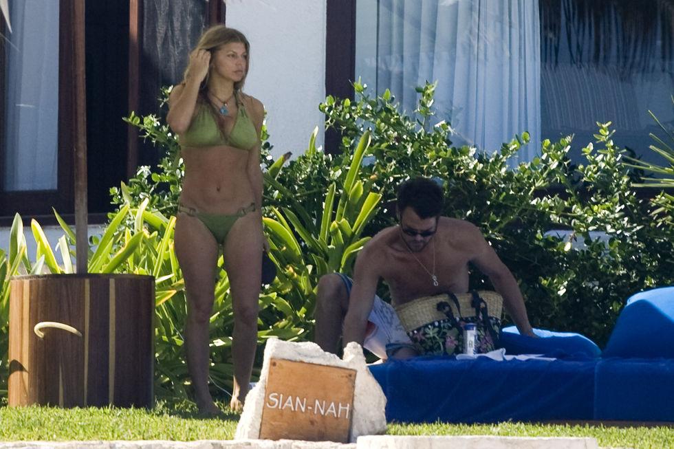 fergie-bikini-candids-in-cancun-03