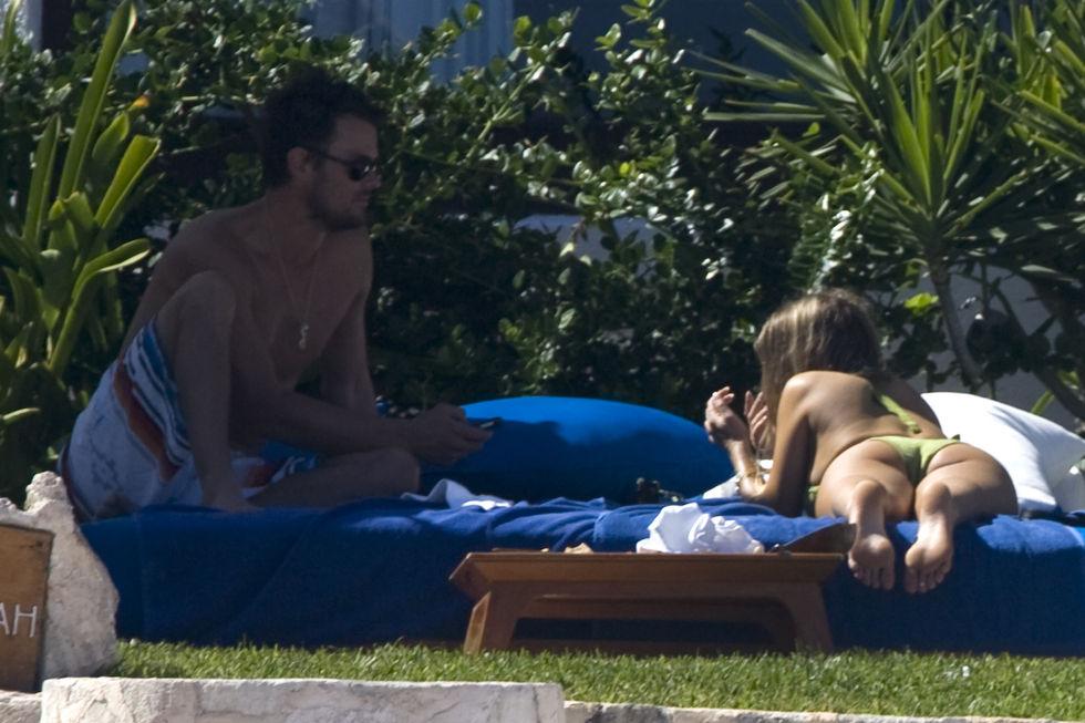 fergie-bikini-candids-in-cancun-11