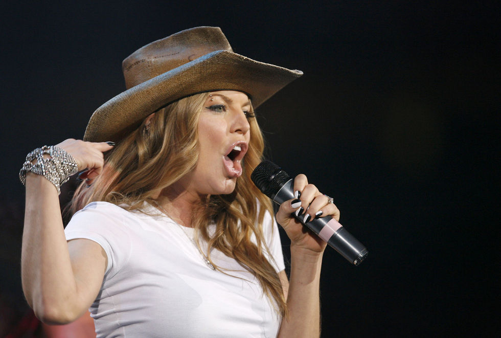 fergie-performs-at-the-2008-houston-livestock-show-and-rodeo-01