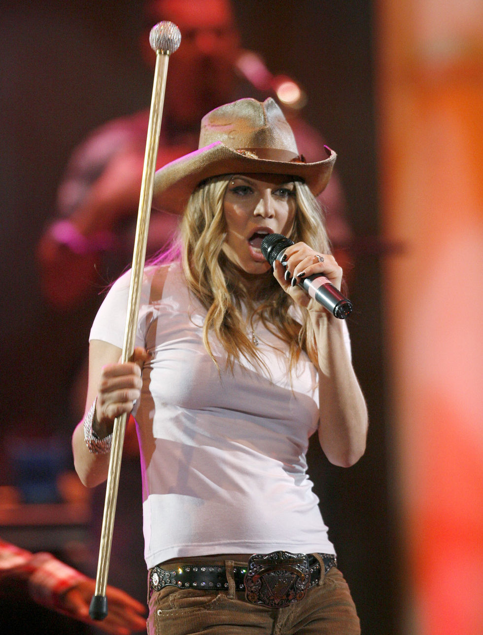 fergie-performs-at-the-2008-houston-livestock-show-and-rodeo-05