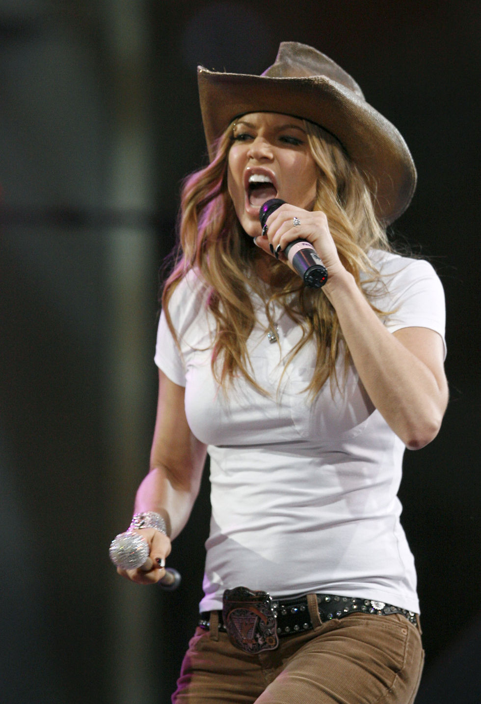 fergie-performs-at-the-2008-houston-livestock-show-and-rodeo-07