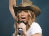fergie-performs-at-the-2008-houston-livestock-show-and-rodeo-04