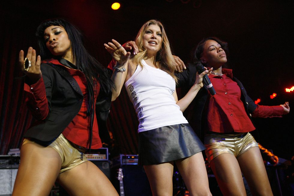 fergie-performs-at-the-black-eyed-peas-peapod-foundation-benefit-concert-01