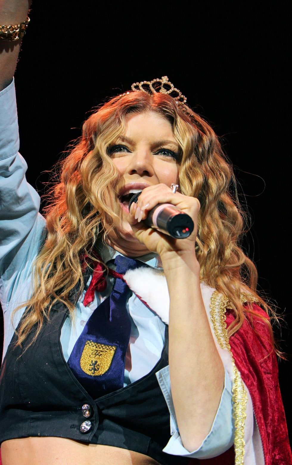 stacy-fergie-ferguson-onstage-at-la-borgata-in-atlantic-city-01
