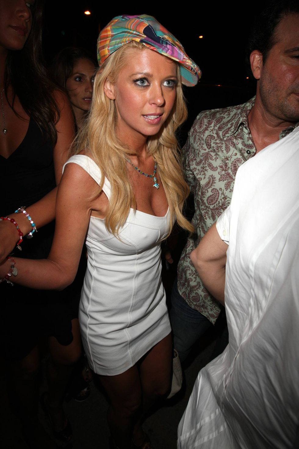 tara-reid-at-the-cocodeville-lounge-in-west-hollywood-01