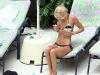 tara-reid-bikini-candids-in-palazzo-versace-hotel-at-the-gold-coast-03