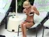 tara-reid-bikini-candids-in-palazzo-versace-hotel-at-the-gold-coast-14