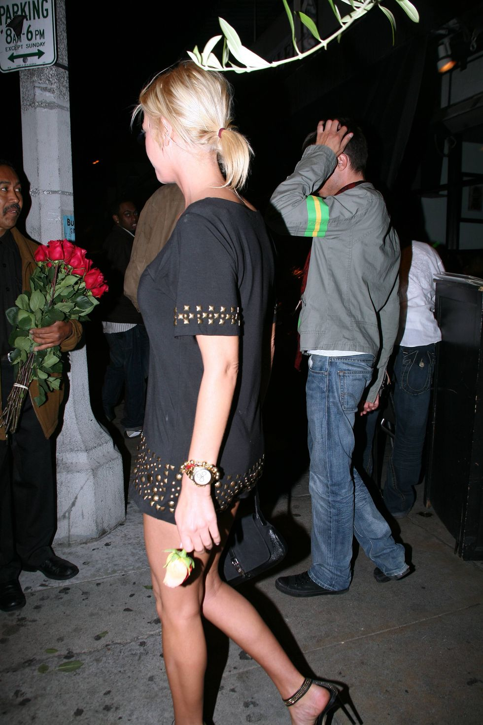 tara-reid-short-dress-candids-at-club-in-hollywood-01