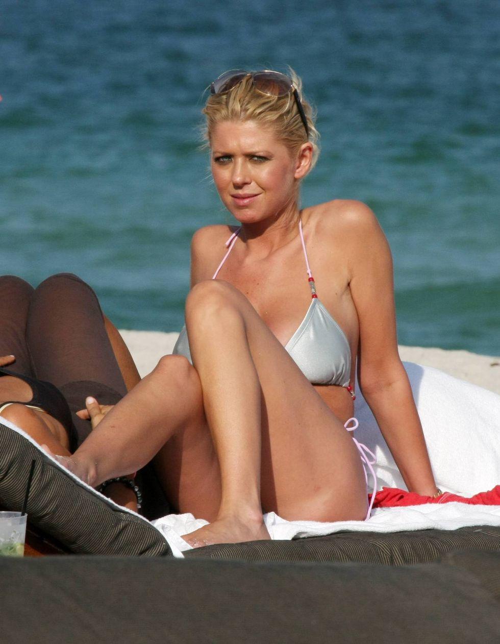 tara-reid-silver-bikini-candids-on-miami-beach-01