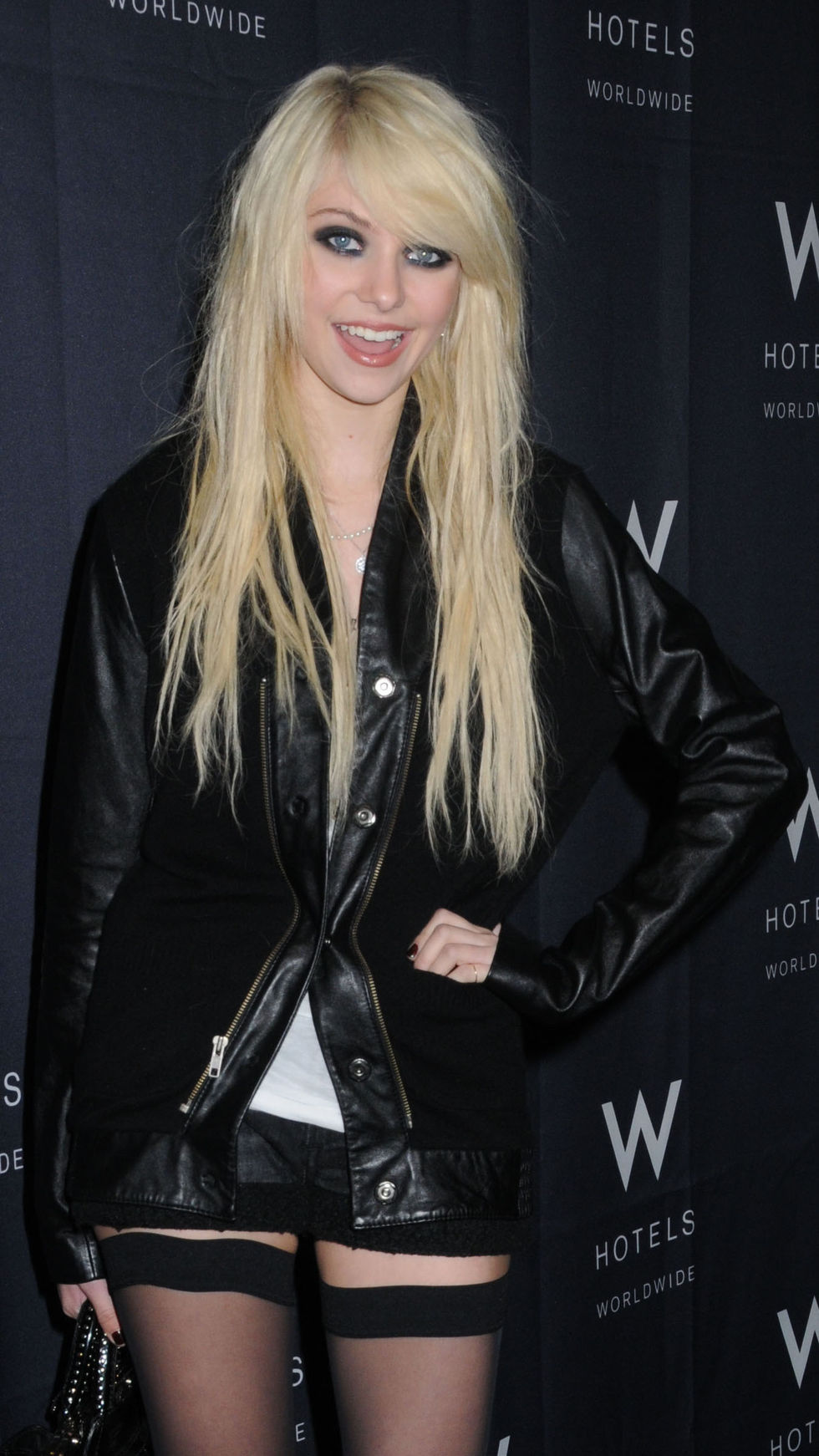 taylor-momsen-at-fashion-week-spring-2010-in-new-york-01