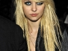 taylor-momsen-at-fashion-week-spring-2010-in-new-york-04