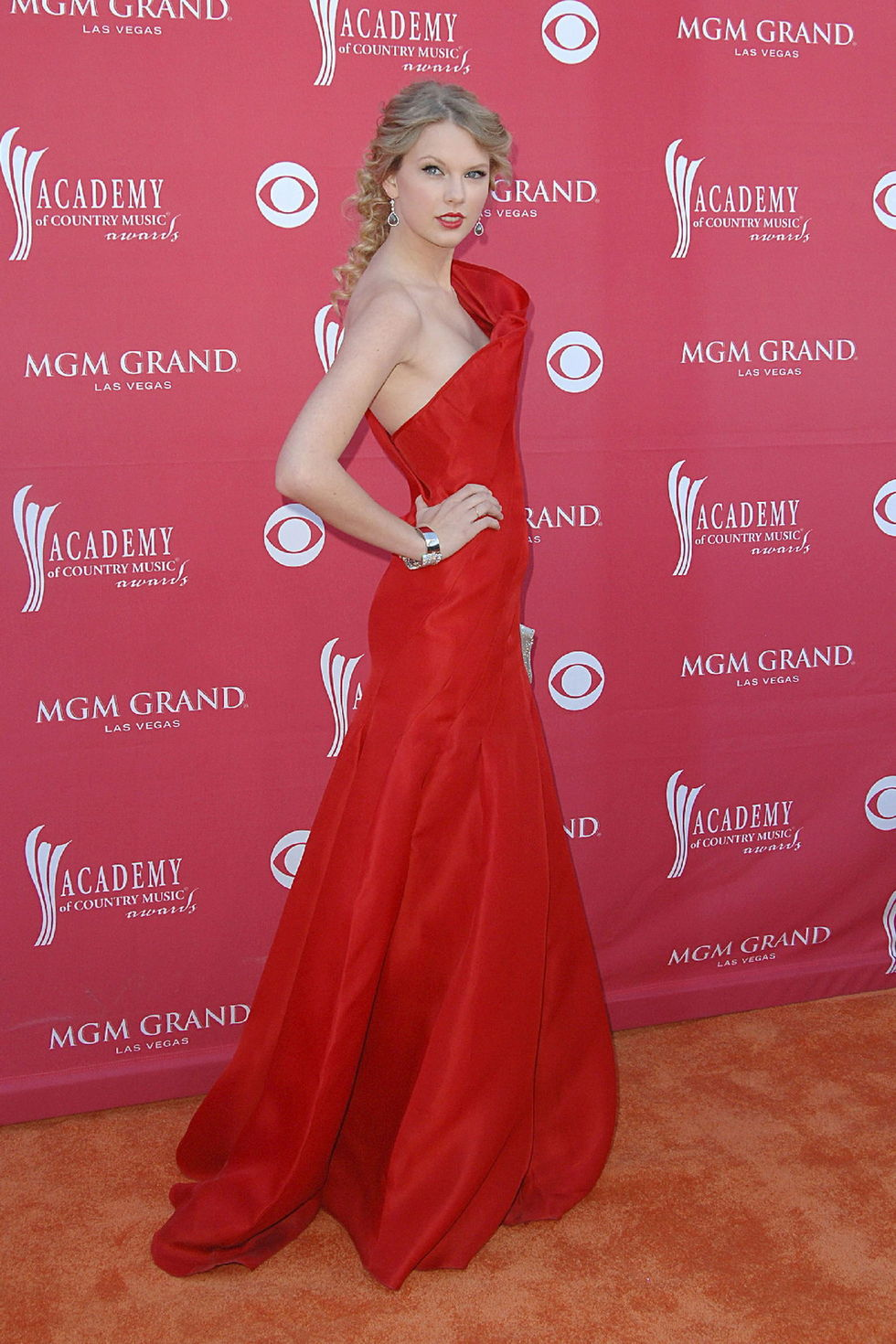 taylor-swift-44th-annual-academy-of-country-music-awards-01