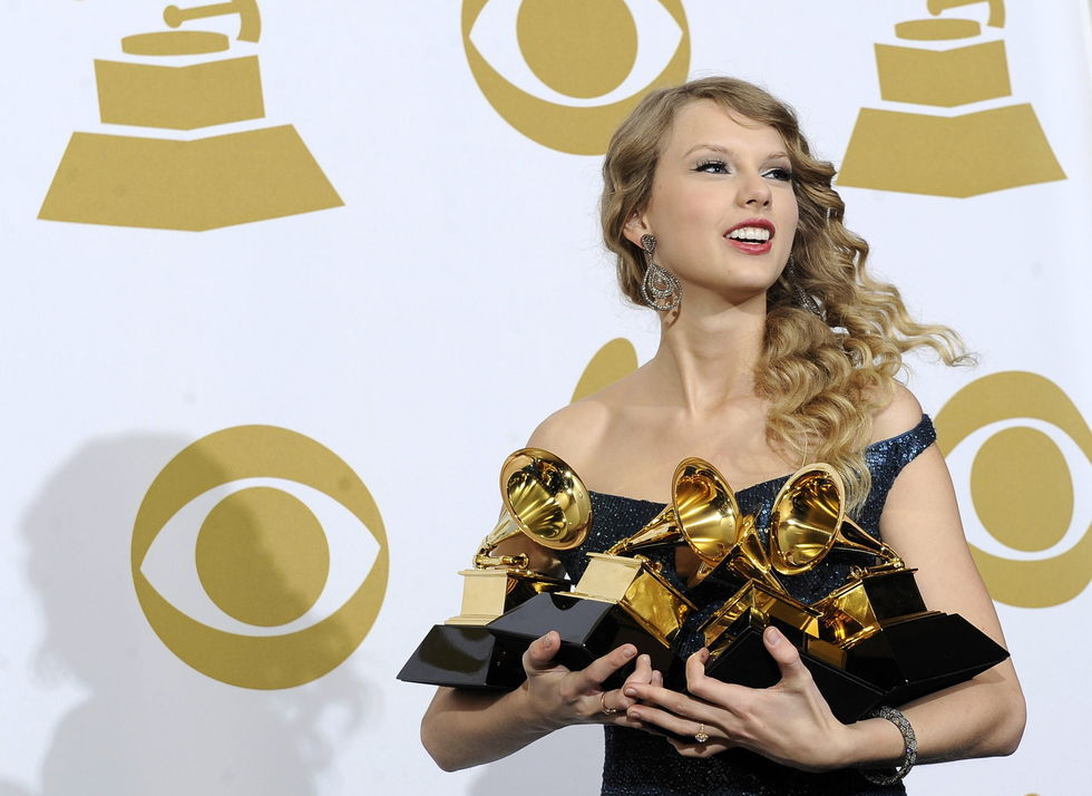 taylor-swift-52nd-annual-grammy-awards-in-los-angeles-01