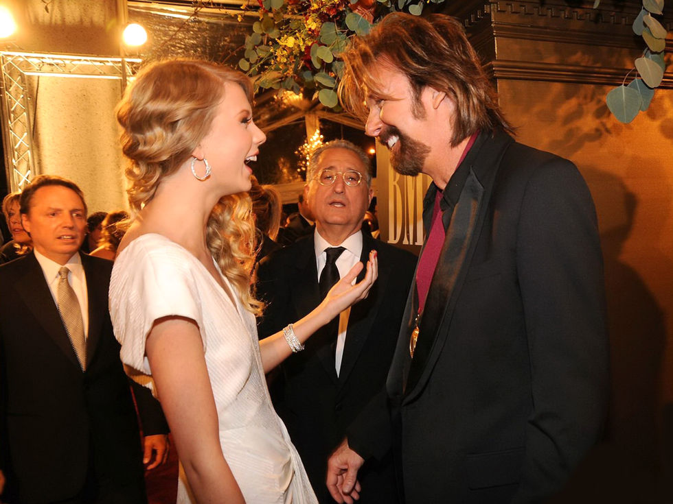 taylor-swift-57th-annual-bmi-country-awards-01