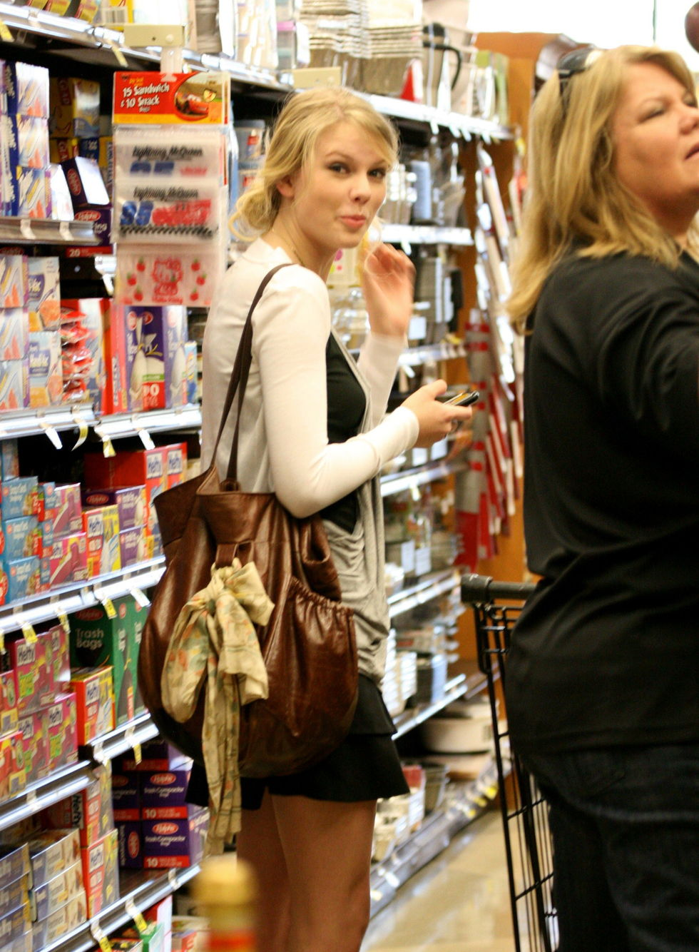 taylor-swift-candids-in-los-angeles-05
